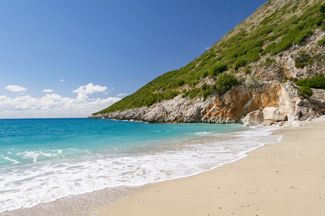 Playa de Gjipe, extremo derecho - Himara, Albania por El Guisante Verde Project