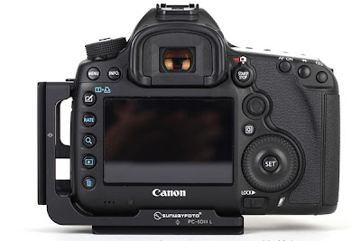 Sunwayfoto PCL-5DIII L Bracket on Canon 5D MK III back view