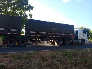 Incidente faz carreta interromper trânsito em Oeiras por 2 horas