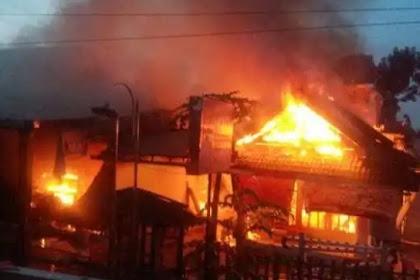 diawali ledakan hebat kebakaran hanguskan rumah dan kios di Sragen