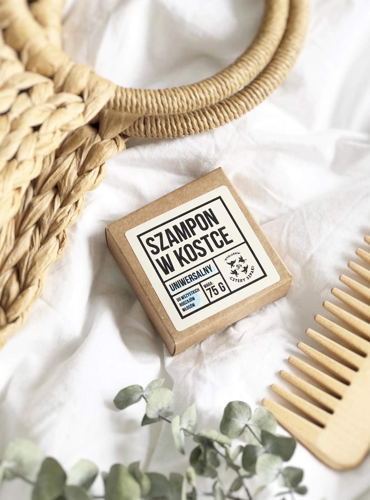 Naturalny szampon do włosów w kostce Cztery Szpaki - jak się sprawdza na przetłuszczających się włosach i wrażliwej skórze głowy