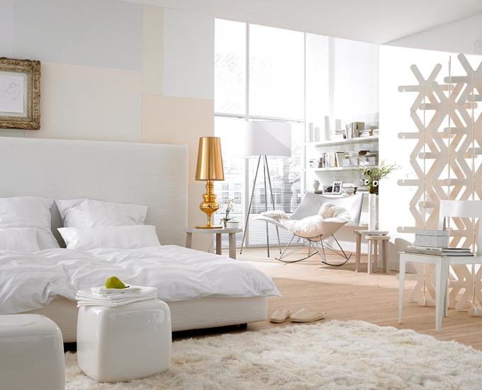çift kişilik beyaz yatak odası