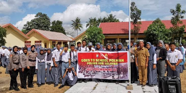"Program "" Polwan Goes to School "", Sambangi SMK 1 Selayar"