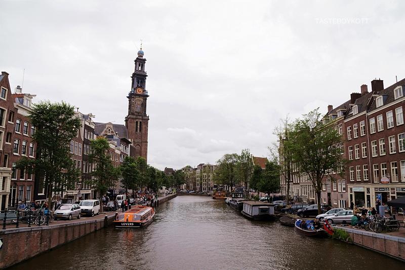 Amsterdam Sommer-Reisetipps | Westerkerk und Grachtenhäuser; niederländische Architektur | Interrail Juli 2017 | Tasteboykott