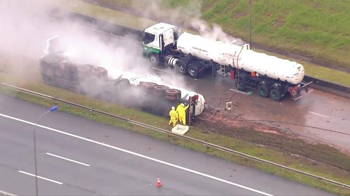 Acidente envolve caminhão com ácido na Rodoanel