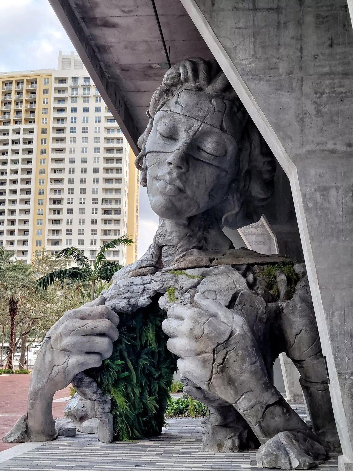 Amazing Giant Sculpture In Fort Lauderdale Stands As A Symbol Of Hope After The Year Of 2020