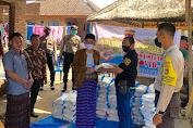 Kapolda NTB Didampingi Sekjend PB PMII Salurkan Bansos di Lombok Tengah.