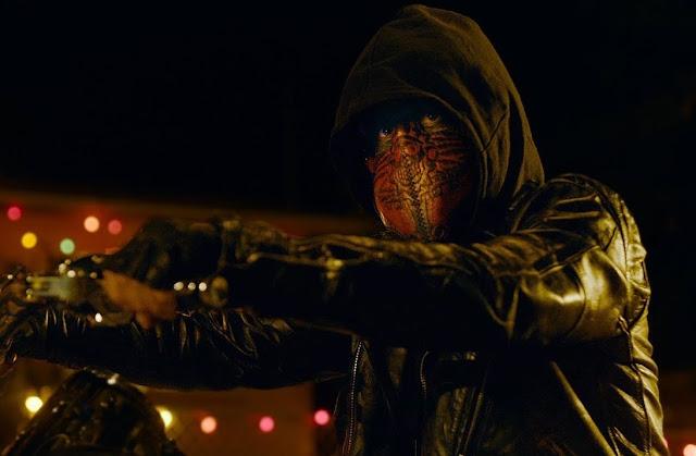 """Trailer de """"El Chicano"""" traz um vigilante mascarado para as ruas"""