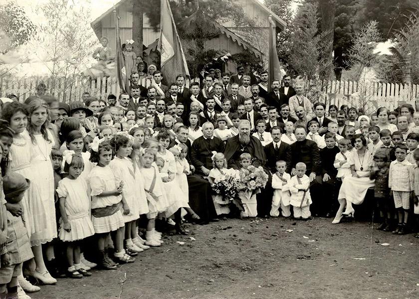 Митрополит Андрей Шептицький з українською громадою у Бразилії