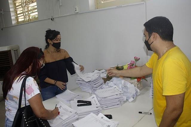 Prefeitura de Parnaíba realiza entrega de tarefas impressas para alunos da rede municipal de educação
