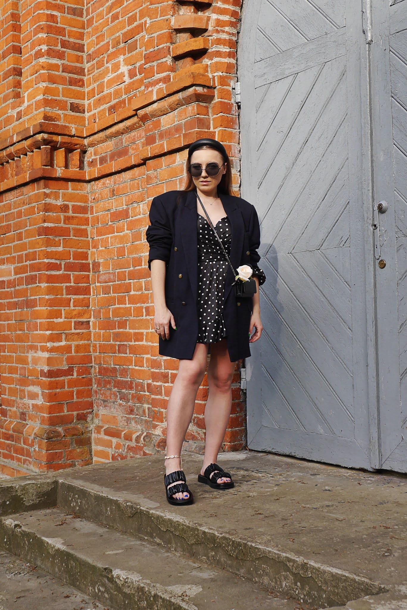 fashion blogger polka dot dress femme luxe black flipflop sunglasses karyn puławy outfit ootd inspration
