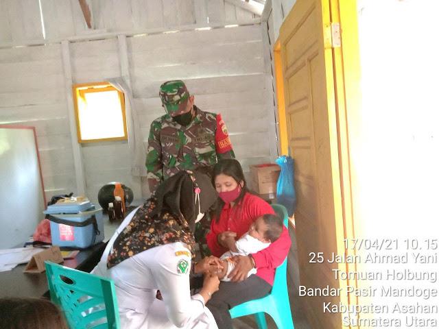Dalam Rangka Mewujudkan Balita Sehat, Personel Jajaran Kodim 0208/Asahan Dampingi Bidan Laksanakan Posyandu