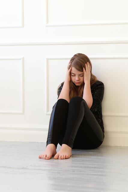depressed girl sad wallpaper