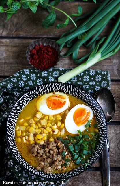 ramen,tajska,zupa,obiad,mieso mielone,wieprzowina,mleczko kokosowe,bernika,kulinarny pamietnik,azja,curry