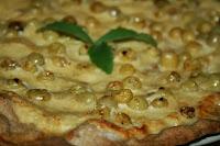 http://godtsuntogbillig.blogspot.fr/2013/10/pizza-dessert-druer-fiken-eple.html