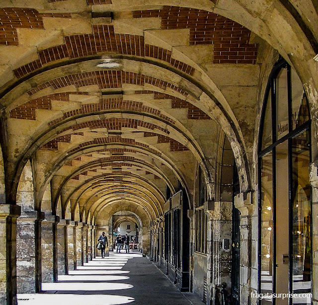 arcadas da Place des Vosges