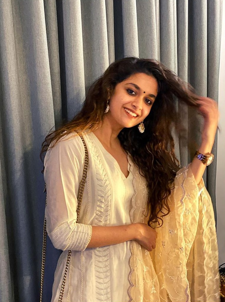 Keerthy Suresh Awesome Stunning Poses on the Occasion of VijayDashami 1