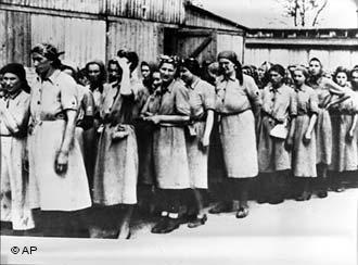 Orquestra Feminina de Auschwitz, Holocausto