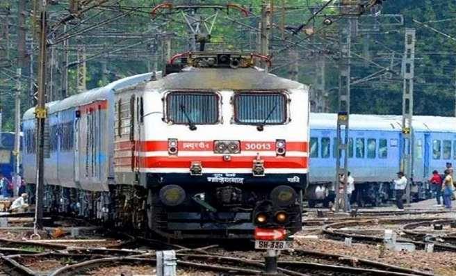 Indian Railway Catering and Tourism Corporation - IRCTC Account से Aadhaar Card / Aadhar Number कैसे Link करें हिंदी में (Aadhaar Card / Aadhar Number को IRCTC Account से कैसे Link करें)