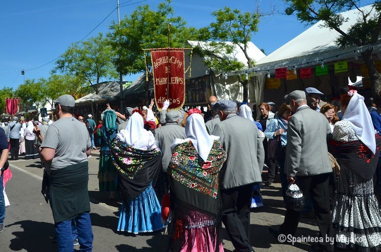 Fiestas San Isidro en Madrid マドリードのサンイシドロ祭りを祝う人々