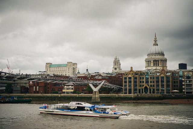 ミレニアム・ブリッジ(Millennium Bridge)とセントポール大聖堂(St. Paul's Cathedral)