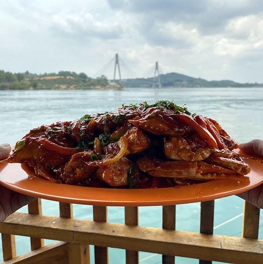 Makan Siang Seru di Kelong Sea Food Slimmoza Jembatan II Barelang Batam