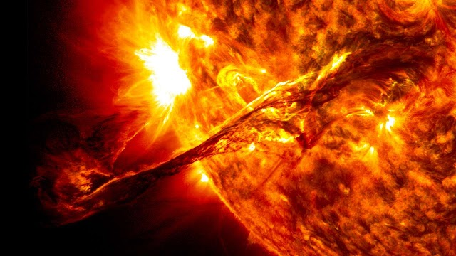 The Biggest Solar Flare Erupts From the Sun in Four Years, Causes Radio Blackout over the Atlantic Ocean