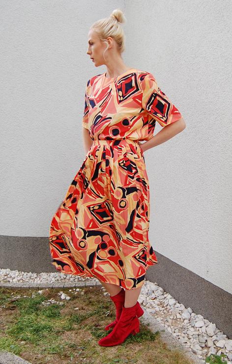 https://www.lovevintageshop.com/produkt/kolorowy-komplet-bluzka-i-spodnica-lata-90/