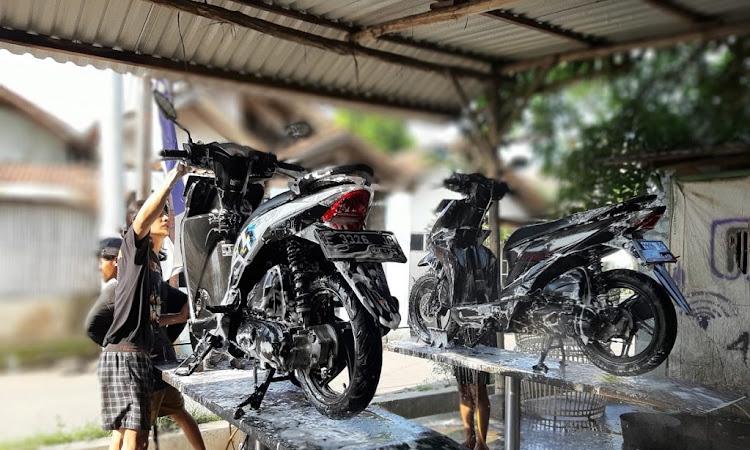 Di Rumah Aja? Yuk Simak Tips Membersihkan Motor Honda Kesayangan Dengan Mudah