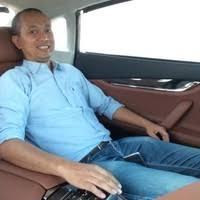 Fitra Eri sebagai vlogger otomotif