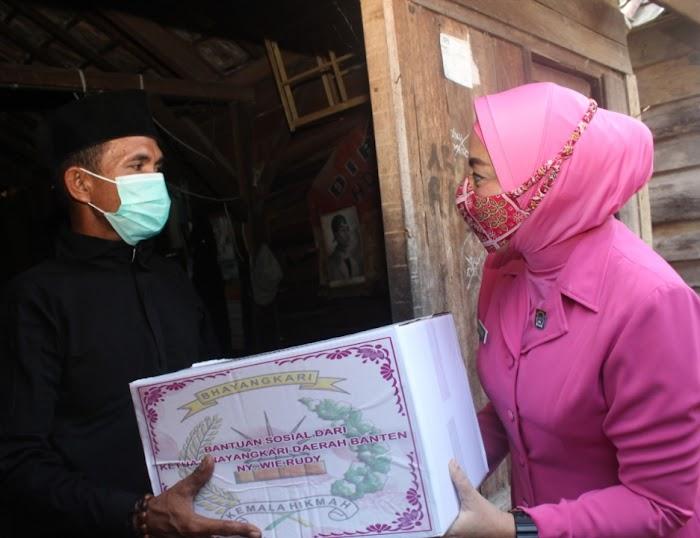 Bhayangkari Daerah Banten Salurkan 50 Paket Sembako di Kelurahan Kasunyatan Serang