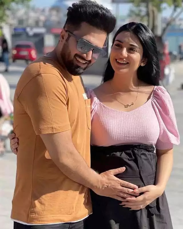 Folk Singer Falak Shabir Love For Her Wife