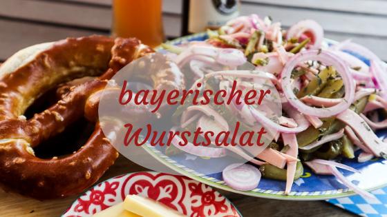 bayrischer Wurstsalat mit Brezel und Bier