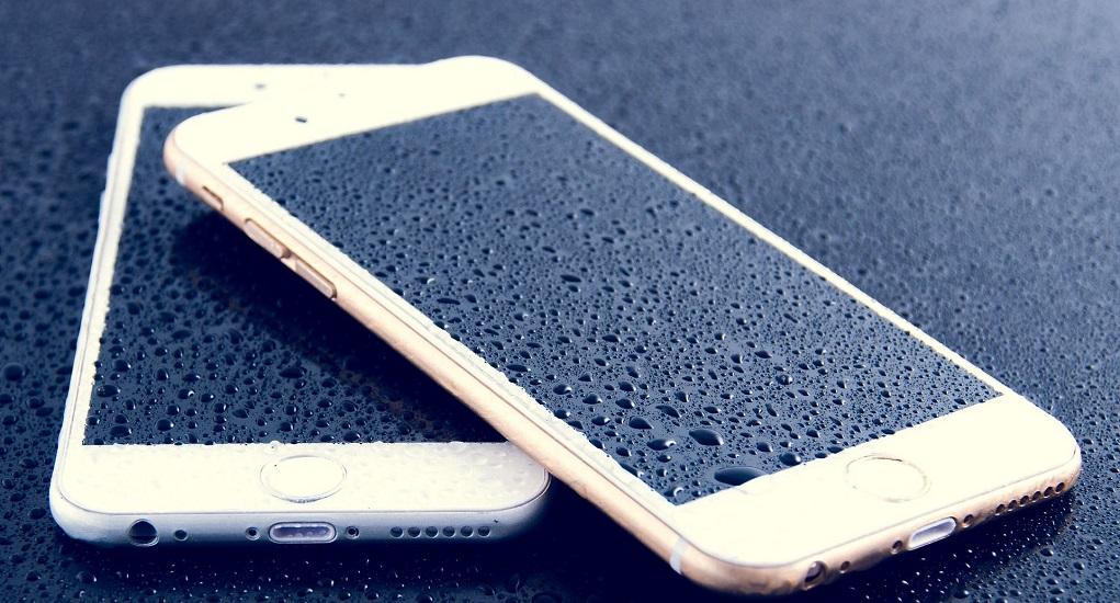 7 Cara Mudah Mengatasi Handphone yang Terendam Air