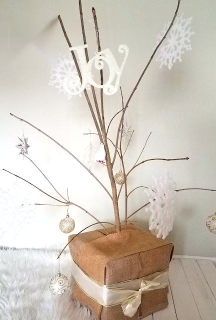 Minimalist Christmas Tree, Unique Christmas Tree, Rustic Christmas Tree, Budget-friendly Christmas Tree