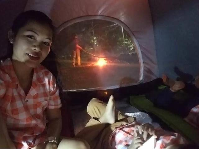 Trong lều cùng các bé