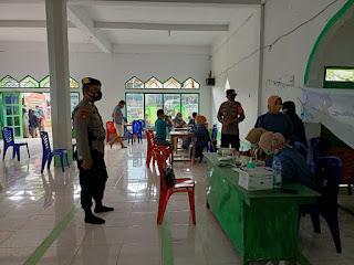 Kapolsek Malua Bersama Kanit Sabhara Laksanakan Pengamanan Gerai Vaksin Polri di Desa Rante Mario