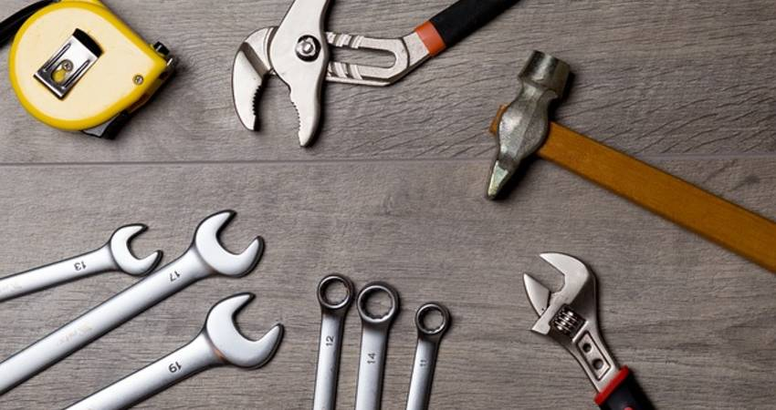 12 Best Tools 2021 - Every Homeowners and DIYers must have
