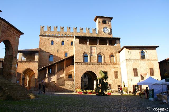 La piazza del Municipio, cuore di Castell'Arquato