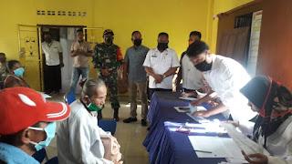 Plt Camat Airputih Meninjau Penyerahan BLT Dana Desa