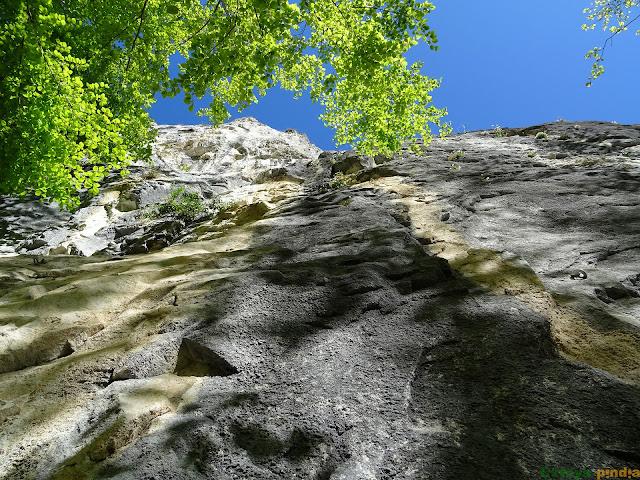 Vías de la Escuela de Escalada Cuevas