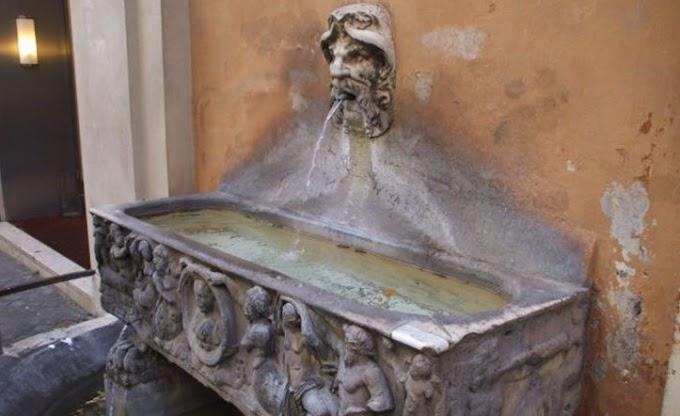 Na Roma Antiga, a urina era usada como enxaguante bucal
