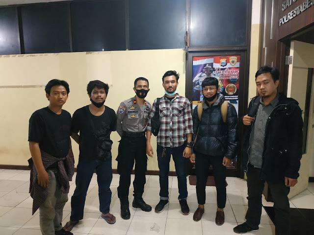 Demonstran RUU Ciptaker Didampingi Sejumlah Advokat Muda Di Mapolrestabes Makassar