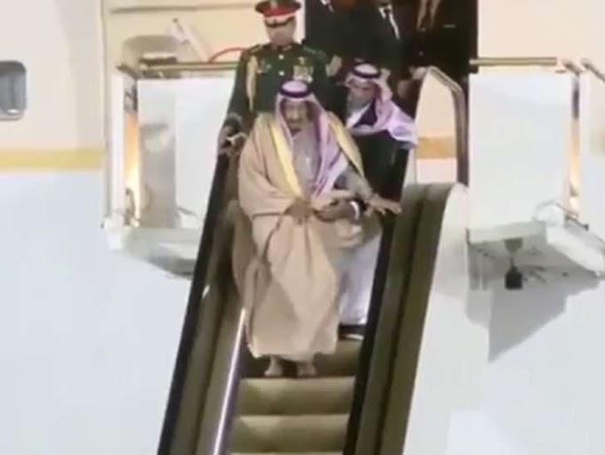 Watch the Saudi king get stuck in midair when his golden escalator breaks down in Russia