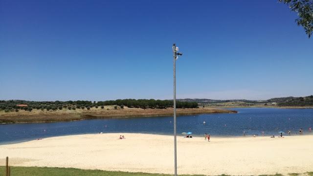 Camara de vigilância sobre a praia e alqueva