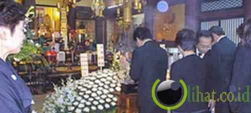 Mengganggu ibadah atau pemakaman
