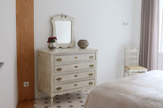 cómoda de família com espelho quarto suite  decoradora interiores Porto
