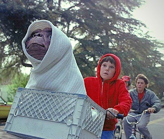 E.T. in a crate with Elliot on a bike