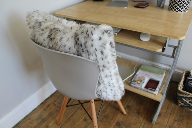 Eames Chair with fur cushion