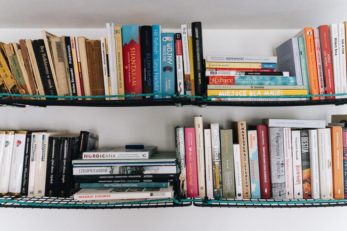 Półki na książki zrób to sam z półek na buty IKEA GREJIG
